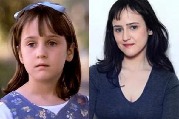 Depois de Macaulay Culkin, Mara Wilson é sem dúvidas o rostinho mais lembrado dos anos 90! A atriz fez filmes como 'Matilda' e 'Uma Babá Quase Perfeita'. Ela parou de atuar ainda criança, mas ainda brinca bastante sobre seus tempos de Matilda no Twitter. (Foto: Divulgação e Reprodução/Twitter)
