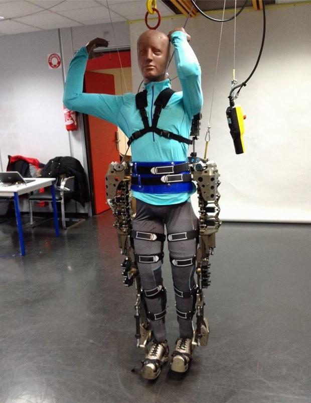 Imagem do exoesqueleto publicada na página de Facebook de Miguel Nicolelis (Foto: Reprodução/Facebook/Miguel Nicolelis)