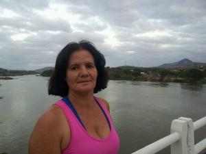 Valdete Malini foi cedo, nesta terça-feira (10), acompanhar a situação do Rio Doce, espírito santo (Foto: Viviane Machado/ G1)