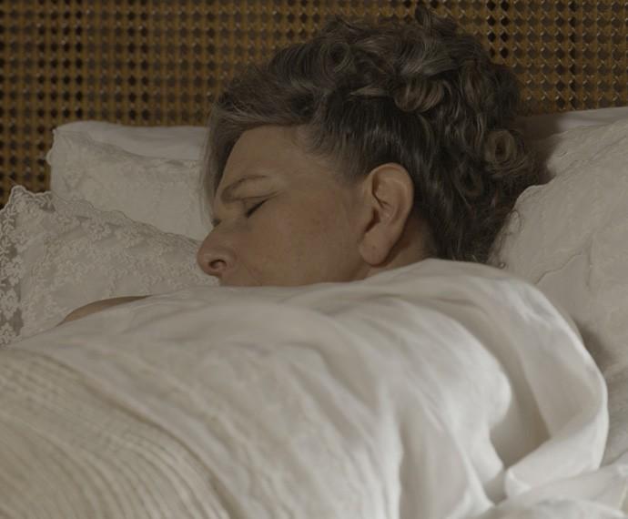 Condessa Vitória ficou acamada após uma superdosagem de medicamento provocada por Melissa (Foto: TV Globo)
