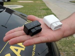 Usuário precisa comprar um leitor de OBD para o carro (Foto: Jomar Bellini / G1)