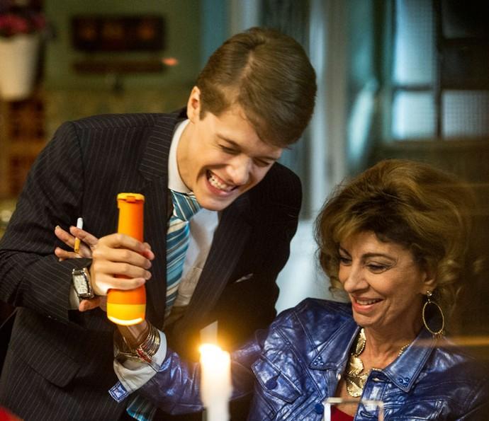 Daniel Torres se diverte em cena ao lado de Marília Pêra (Foto: Cynthia Salles)