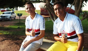Torcida do River-PI comparece ao último treinamento do time (Foto: Emanuele Madeira/GloboEsporte.com)