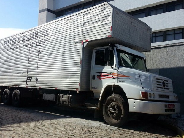 Caminhão baú foi identificado no início da manhã por agentes da Delegacia de Repressão a Entorpecentes (Foto: Divulgação/ Sinpef)