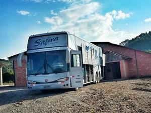 Ônibus grupo Safira Santo Cristo Paraguai (Foto: Reprodução/Facebook)