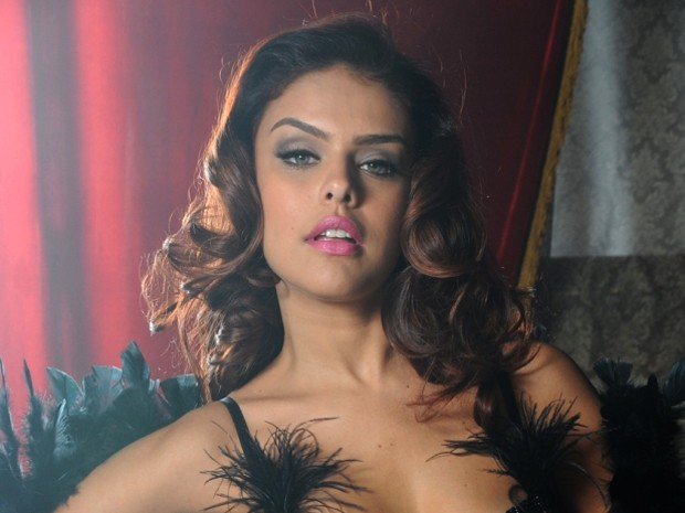 Rosângela topa fazer o ensaio na boa (Foto: Salve Jorge/TV Globo)