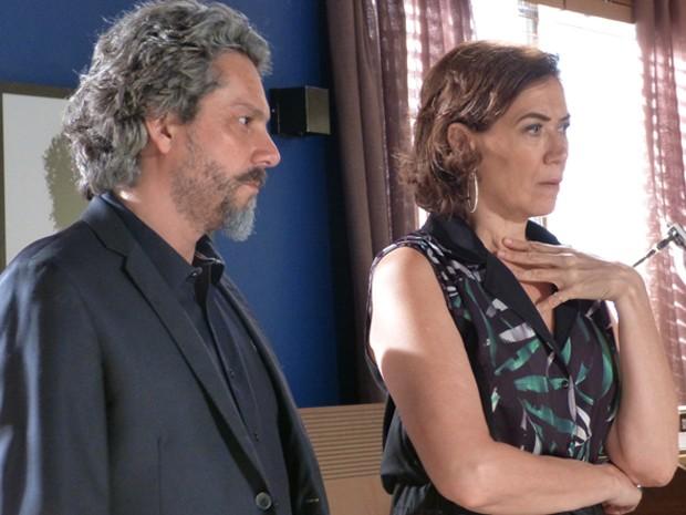 Maria Marta fica chocada com descoberta (Foto: Gshow)
