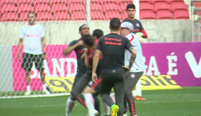 Anderson; William; briga; Inter (Foto: Reprodução/RBS TV)