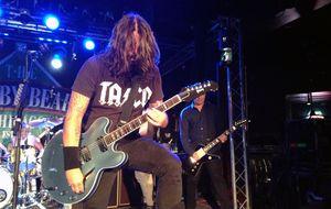Em show secreto, Foo Fighters incendeia público em Chicago e apresenta novo single pela primeira vez ao vivo