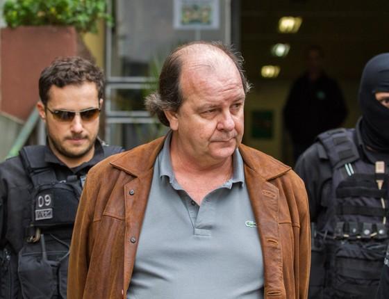 O ex-diretor da Petrobras Jorge Luiz Zelada, preso na 15ª fase da Operação Lava Jato, chega ao IML de Curitiba para exame (Foto:  Paulo Lisboa / Brazil Photo Press/Ag O Globo)