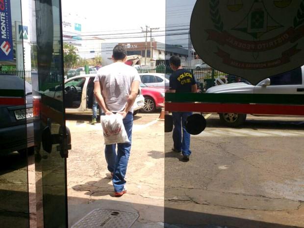 Médico preso nesta sexta durante as investigações da operação Mr. Hyde, que investiga suposta máfia das próteses no DF (Foto: Mara Puljiz/TV Globo)