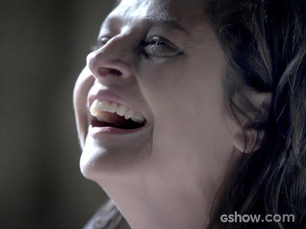 Cora é fria até na morte da irmã (Foto: Império/TV Globo)