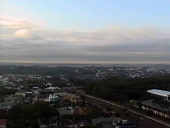 Dia amanheceu nublado em Porto Alegre (Foto: Reprodução/RBS TV)