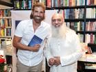 Reynaldo Gianecchini e mais famosos vão a lançamento de livro no Rio