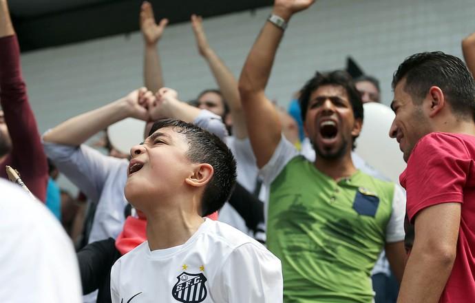 Sírios vibram com vitória do Santos na Vila Belmiro (Foto: Pedro Ernesto Guerra Azevedo/Santos FC)