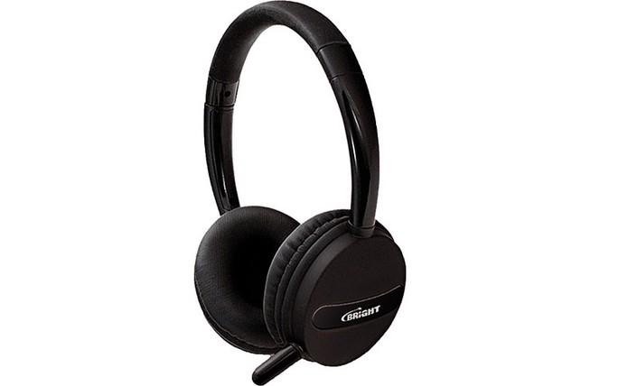 Headset tem conchas almofadadas e conexão via USB (Foto: Divulgação/Bright)