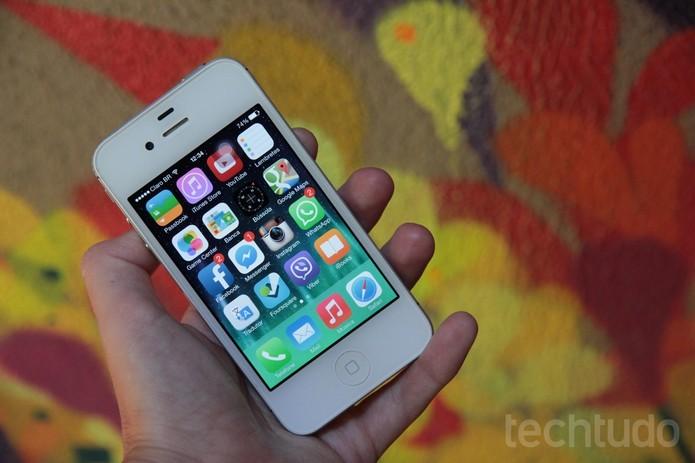 iPhone 4S tem iOS atualizado até versão mais recente (Foto: Isadora Díaz/TechTudo) (Foto: iPhone 4S tem iOS atualizado até versão mais recente (Foto: Isadora Díaz/TechTudo))