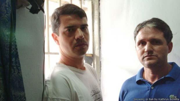 A escritora australiana conheceu Rodrigo Gularte (à esquerda) e Marco Archer no 'corredor da morte' na Indonésia (Foto: BBC)