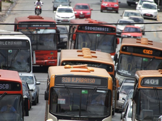 Três ônibus foram assaltados nesta segunda-feira (25) em São Luís (Foto: Biaman Prado / O Estado)