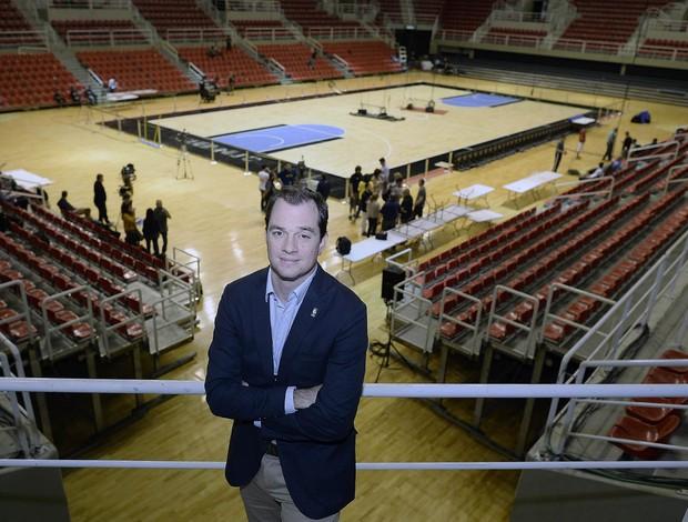 Diretor executivo da NBA no Brasil, Arnon de Mello esteve na entrega da Arena ao NBA Global Games Rio 2013 e praticamente confirmou a realização do evento em 2014 (Foto: Agif)