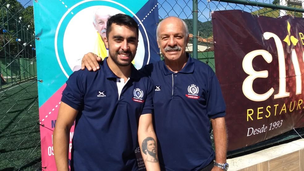 Júnior e o filho Rodrigo Gama na inauguração de escolinha (Foto: Felipe Siqueira)
