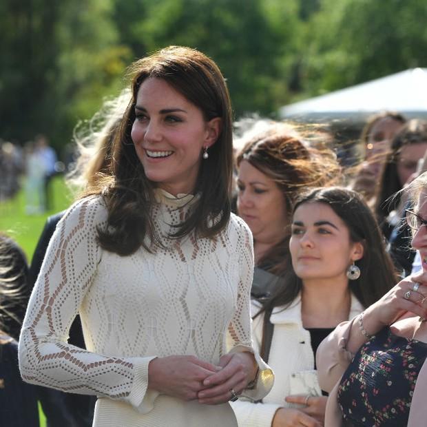 Detalhes do vestido branco de Kate Middleton (Foto: Getty Images)