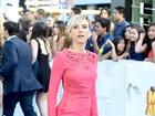 Que cinturinha! Scarlett Johansson aparece com look poderoso em evento