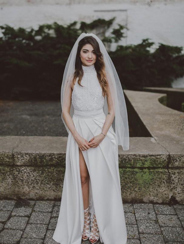 Noiva se casa usando jaqueta de couro (Foto: LOVE + WOLVES CO/Divulgação)
