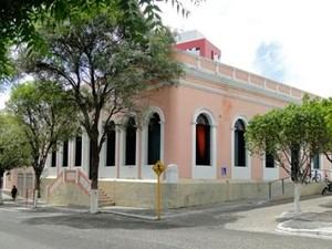 Prefeitura de Caicó, na região Seridó potiguar, foi alvo de invasão (Foto: Ilmo Gomes/G1)