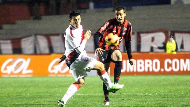 jogo Atlético-PR contra Vitória (Foto: Joka Madruga / Futura Press)