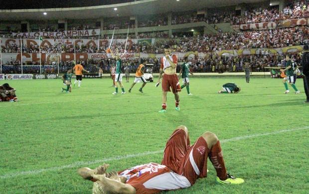 Olívio chora a derrota do Galo (Foto: Ailton Cruz/ Gazeta de Alagoas)