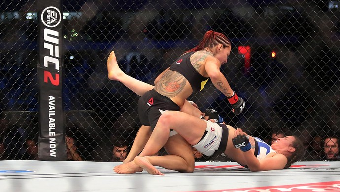 Cris Cyborg x Leslie Smith UFC 198 (Foto: Giuliano Gomes/PR PRESS)