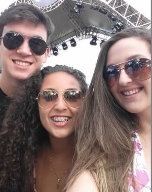 Nicole, com amigos de Taquari, no Planeta 2015 (Foto: Arquivo pessoal)