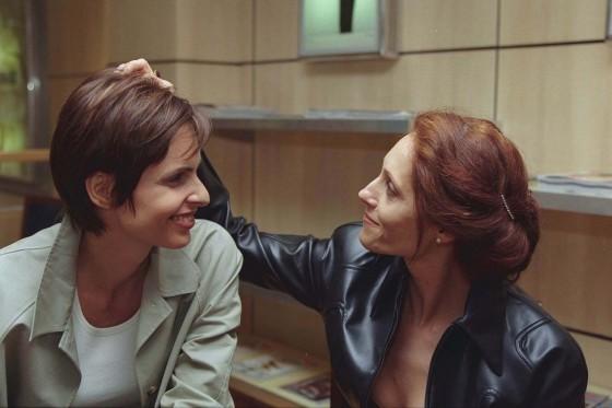 Silvia Pfeifer e Christiane Torloni viviam um casal na trama, mas acabaram morrendo na explosão do shopping, por implicância do público (Foto: Reprodução/ TV Globo)