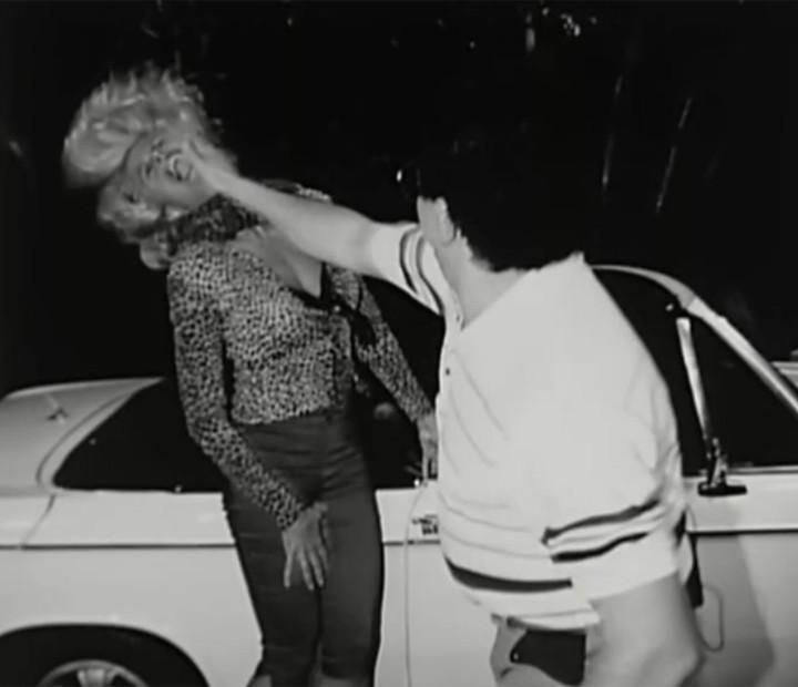 Wando e Monique Evans se divertiram na hora de fotografar a briga do casal (Foto: Vídeo Show / Gshow)
