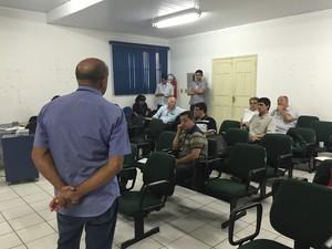 Se reuniram para discutir a nova Instrução Normativa (Foto: Inaê Brandão/G1 RR)
