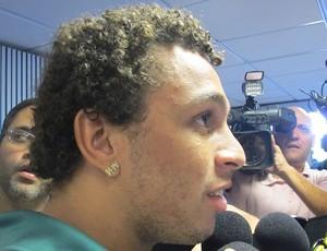 Wellington Nem no desembarque do Fluminense (Foto: Rafael Cavalieri / Globoesporte.com)