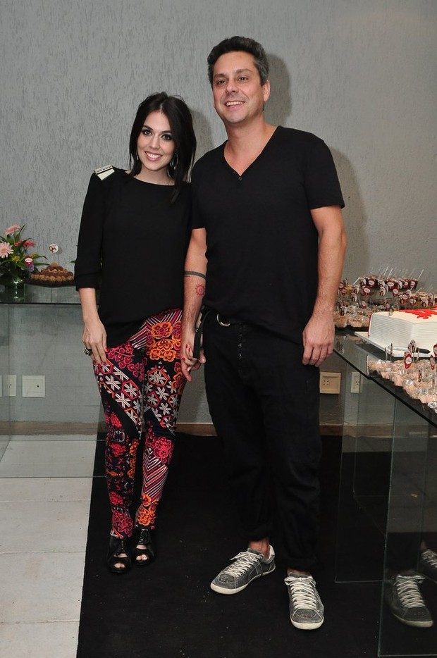 Alexandre Nero e namorada (Foto: Roberto Teixeira/EGO)