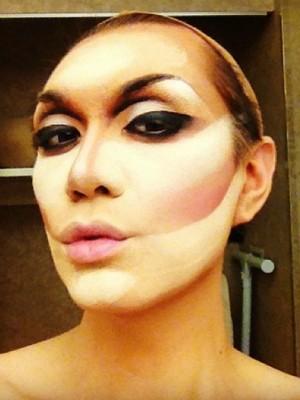 Rafael Mello passo a passo maquiagem drag queen Mistura com Rodaika Sarah vika (Foto: Reprodução/Instagram)