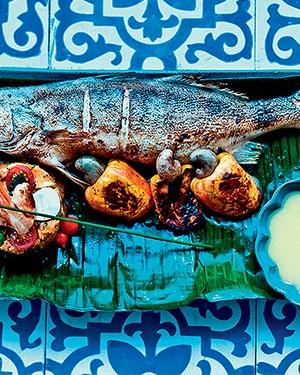 Pescada grelhada ao molho de caju com cuscuz de camarões e palmito (Foto: Ricardo Corrêa/Editora Globo)