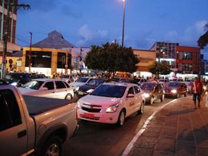 Centro da cidade tem grandes congestionamentos, principalmente em volta da Lagoa (Foto: Daniel Peixoto/G1)