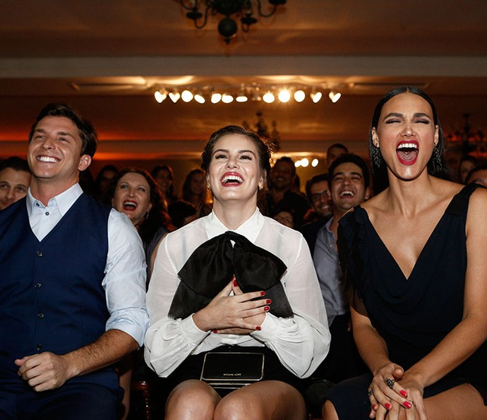 Klebber Toledo, Camila Queiroz e Débora Nascimento se divertem com clipe (Foto: Inácio Moraes/Gshow)