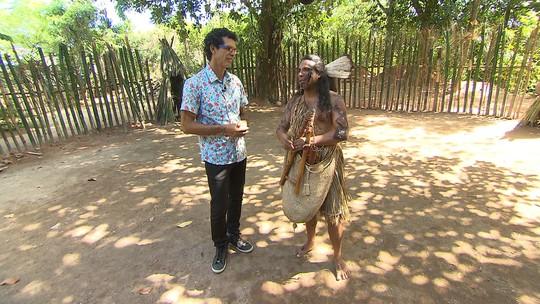 Jackson Costa acompanha confecção e aprende o significado de objetos da cultura indígena