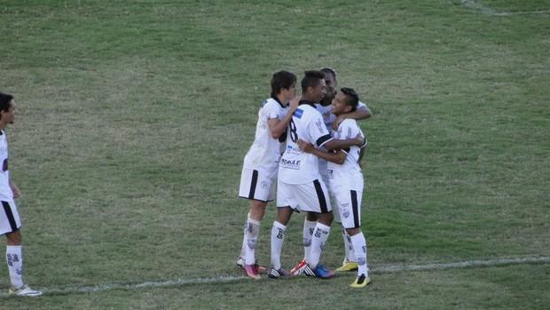 Dan comemora seu gol no Palma Travassos (Foto: Gabriel Lopes / Comercial FC)