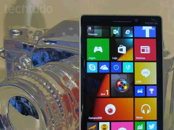 Lumia 730, smartphone com câmera frontal especial para selfies (Foto: Paulo Alves/TechTudo)