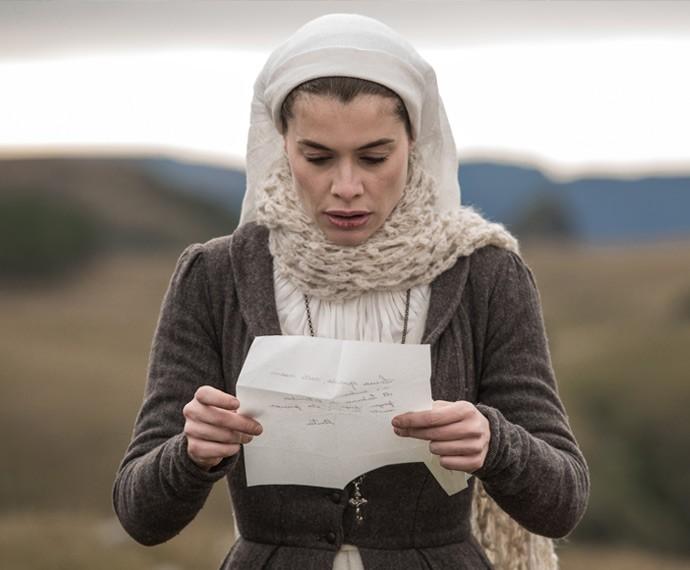 Lívia lê carta de Anita e se desespera (Foto: Fábio Rocha/Gshow)
