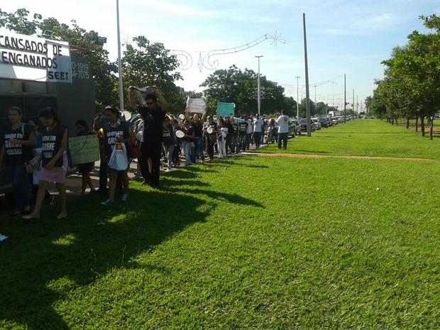 Com faixas, cartazes e apitos profissionais protestam nesta terça-feira (15) (Foto: Divulgação/Seet)