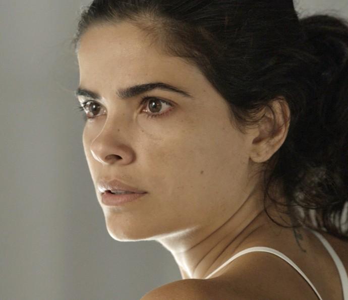 Tóia é surpreendida pelo mal estar de Romero (Foto: TV Globo)