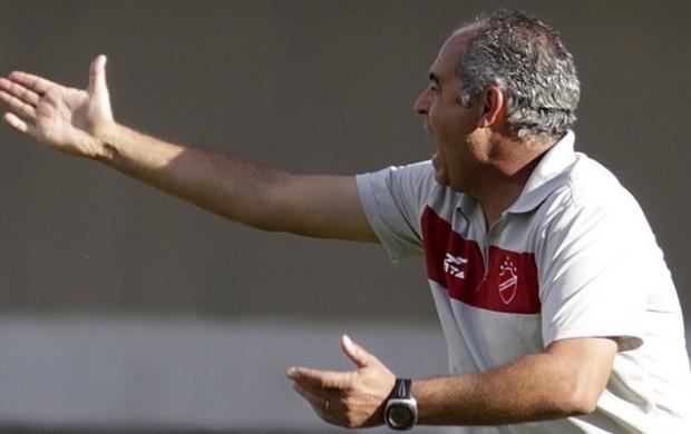 Jorge Saran, técnico do Vila Nova durante o jogo contra o Brasiliense (Foto: Cláudio Bispo/Brasiliense)