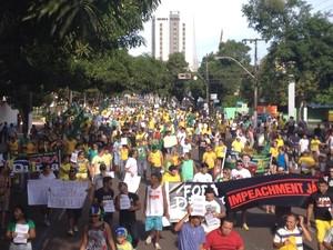 Manifestantes no Centro de Macapá (Foto: Abinoan Santiago/G1)